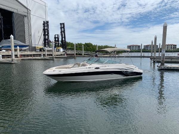 Sea Ray 270 Sundeck Starboard Profile