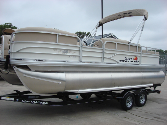 Sun Tracker Signature series Party Barge 22 XP3