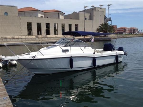 Boston Whaler 235 Conquest IMG_2100