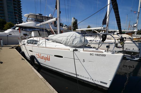Beneteau America Delux Starboard Profile
