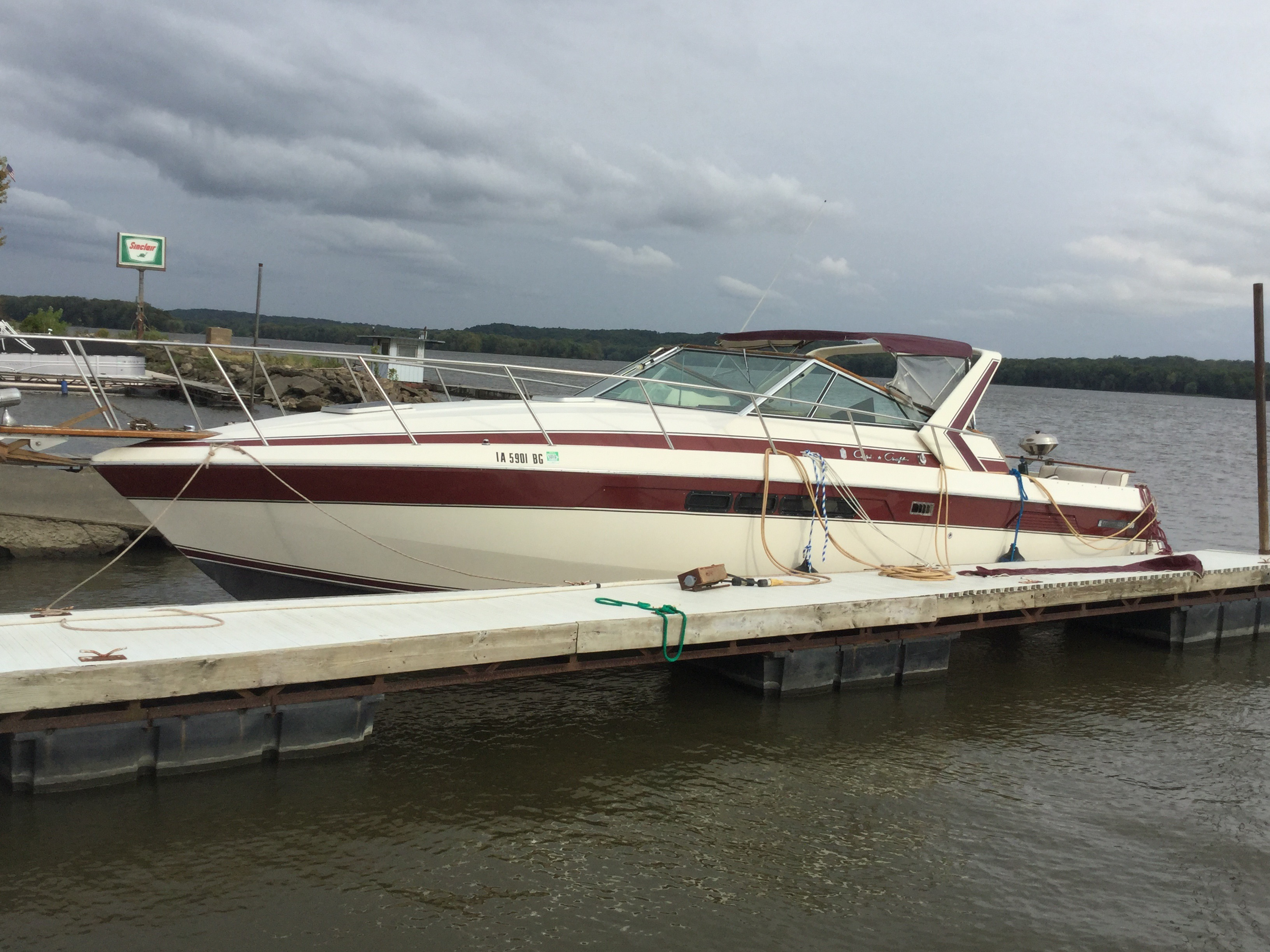Chris-Craft Commander 33