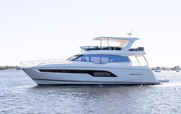Prestige 630 Flybridge Port Side