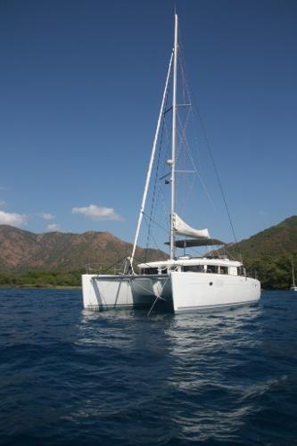 Lagoon 450 At anchor