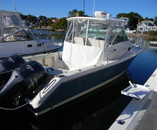 Pursuit 285 Offshore Dockside