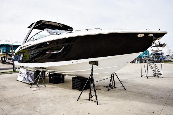Cruisers Yachts 338 Bowrider