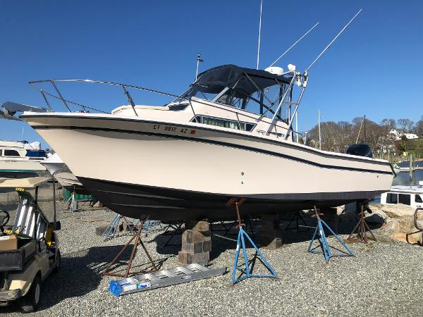 Grady-White 268 Islander Port Bow
