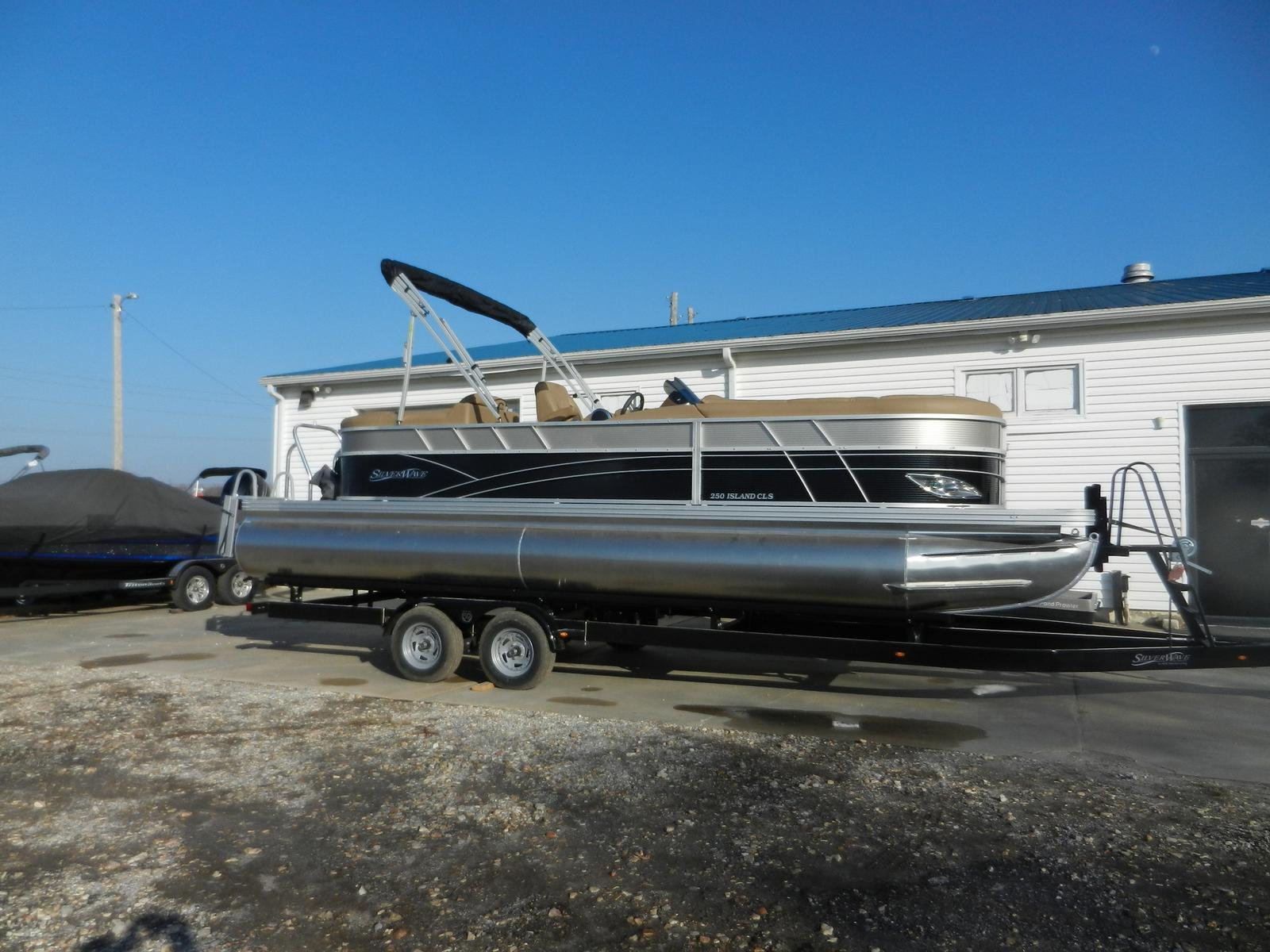 Silver Wave 250 Island CLS Tritoon