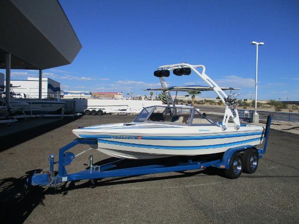Eliminator Boats Ski Boat