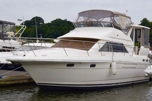 Cruisers 3750 Motoryacht 2003 Cruisers Yachts 3750 MY