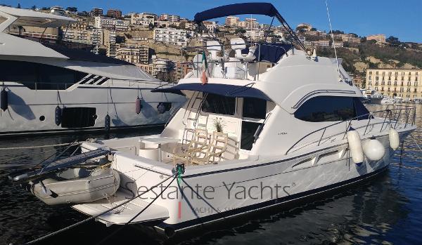 Riviera Marine 47 Flybridge Esterno