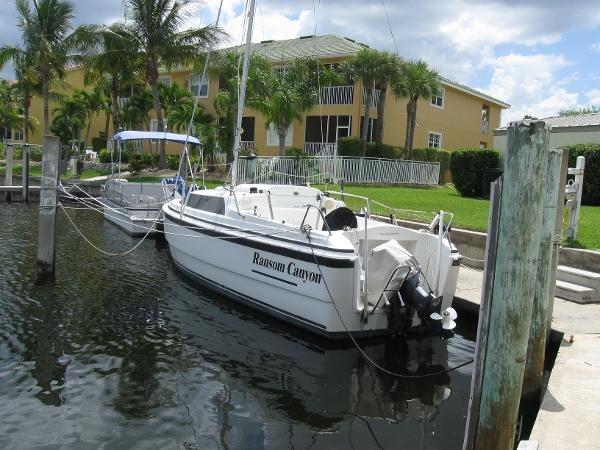 Macgregor 26X Powersailer Ransom Canyon at her home dock