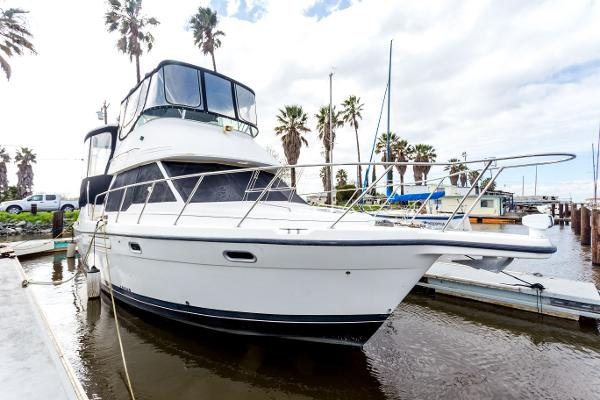 Bayliner 4087 Starboard bow
