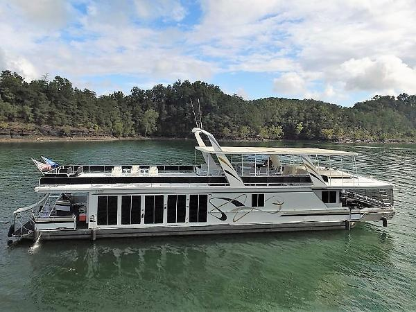 Fantasy 19' x 86' Houseboat Starboard Side