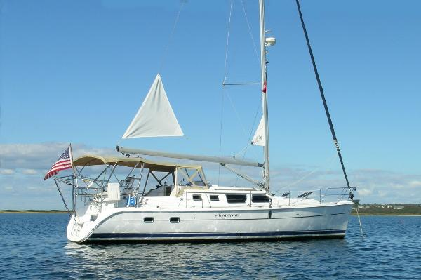 Hunter 426 Deck Saloon 426 Deck Salon w/ Mooring Steadying Sail