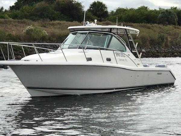 Pursuit 3370 Offshore Port Bow