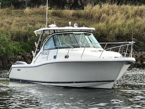 Pursuit 3370 Offshore Starboard Bow