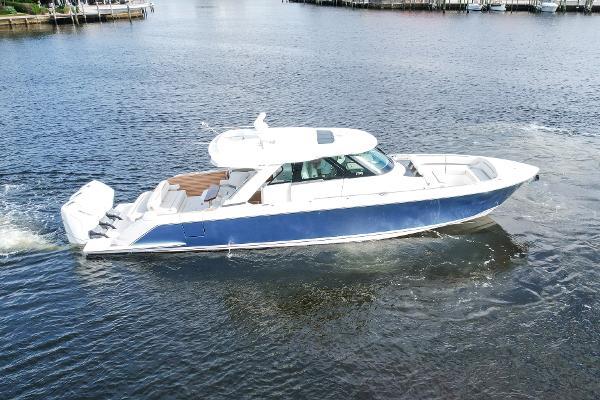 Tiara Yachts 48 LS