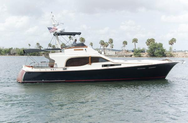 Midnight Express 52 Flybridge  Profile