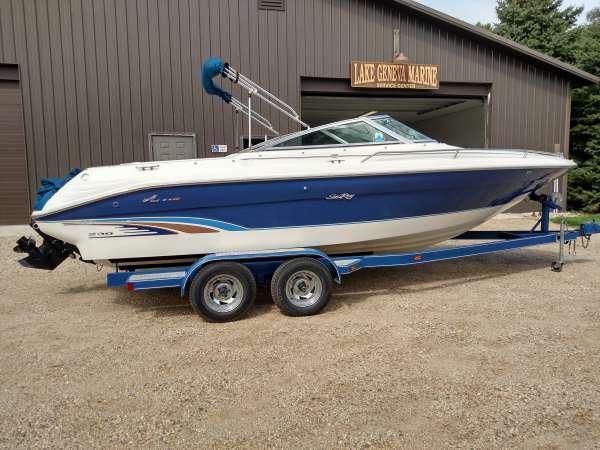 Sea Ray 230 Bow Rider