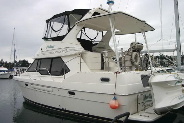 Bayliner 3587 Motoryacht AFT CABIN 3587 at dock