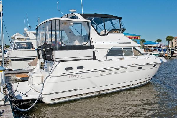 Cruisers Yachts 3650 Aft Cabin