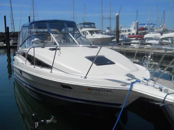 Bayliner 2855 Cierra Sunbridge At the Dock