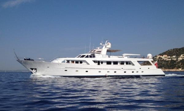 Benetti 35M Underway