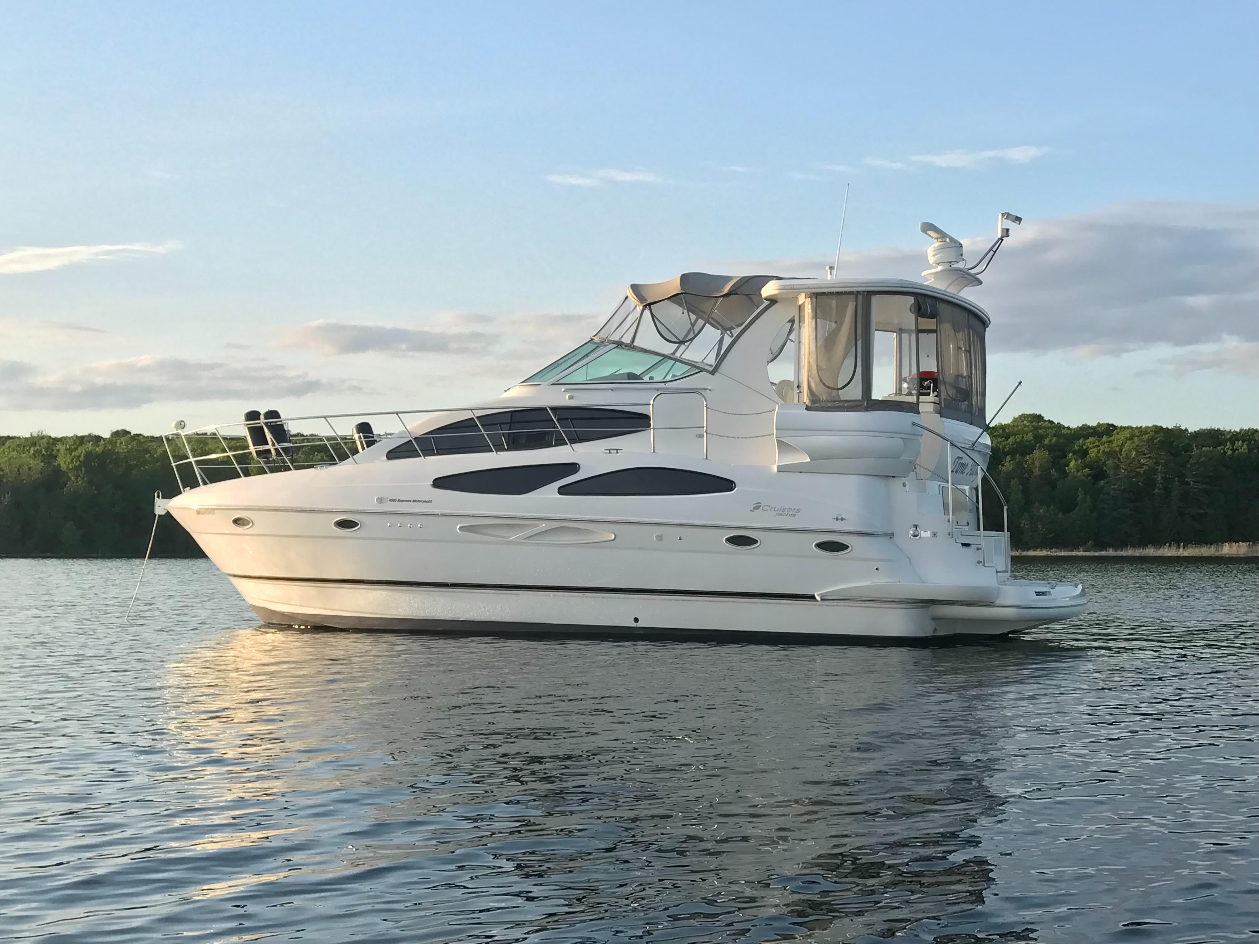 Cruisers 4050 Motor Yacht