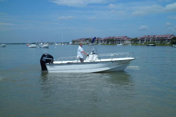 Boston Whaler 190 Montauk STARBOARD UNDERWAY