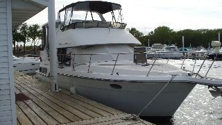 Carver 390CPMY At the dock