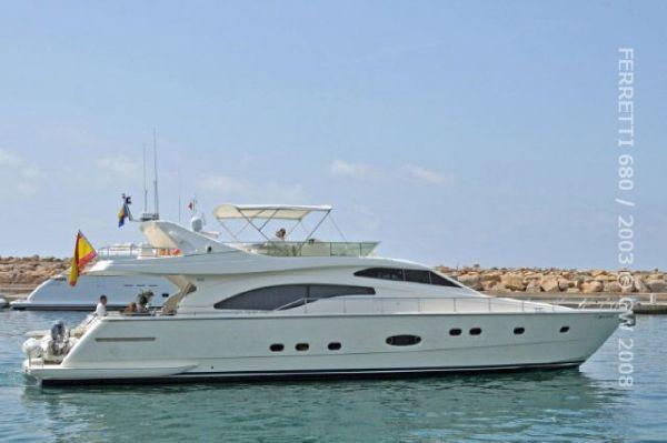 Ferretti Yachts 680 Ferretti 680 Leaving Portals