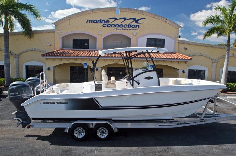 Twin Vee 260SE OceanCat Sports Edition