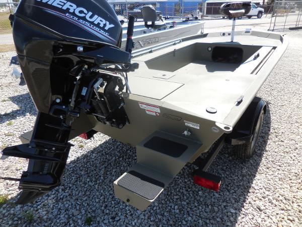 Tracker GRIZZLY® 1548 MVX Sportsman With Trailer