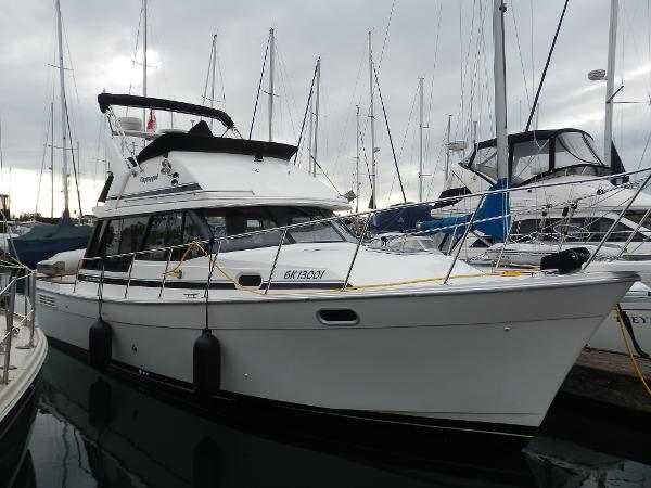 Bayliner 3288 Motoryacht At the dock