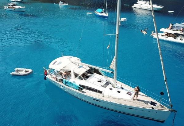 Beneteau Oceanis 50 Anchored up