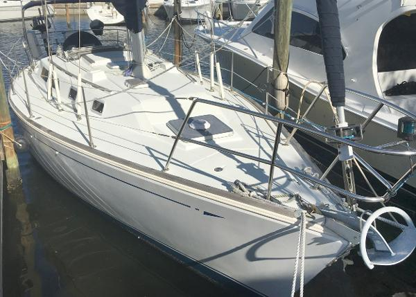 CAL 33-2 Starboard bow