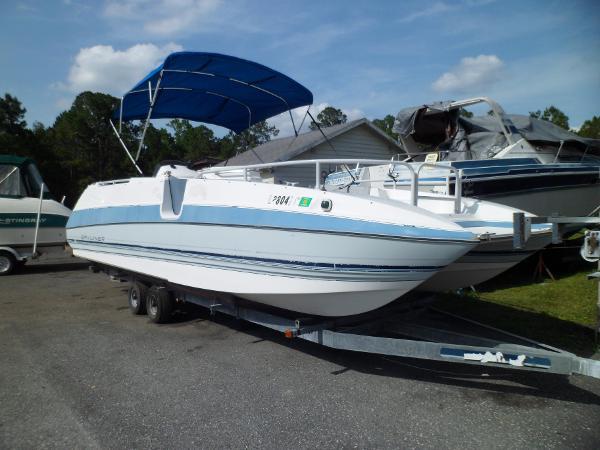 Bayliner Rendezvous Deck Boat