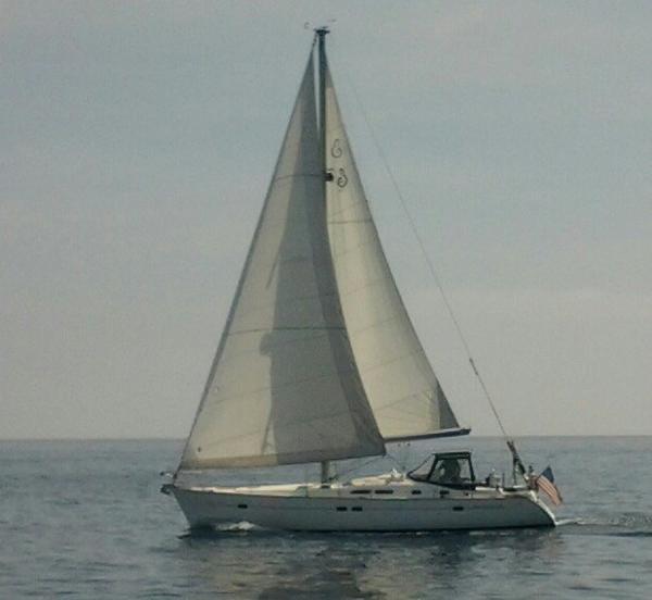 Beneteau 423 Sailing Away!
