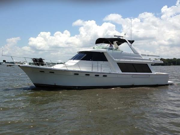 Bayliner 4788 Pilot House Motoryacht Port Profile
