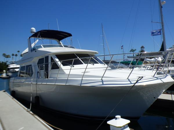 Navigator 4800 Pilothouse Starboard Bow