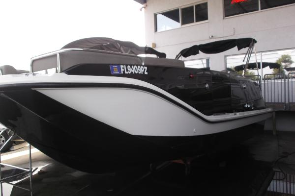 Bayliner Element XR7 26' DECK BOAT