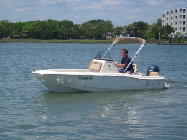 Scout 175 Sport Fish PORT UNDERWAY
