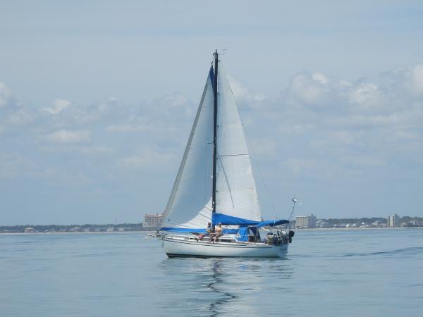 Pearson 323 Pearson Under sail