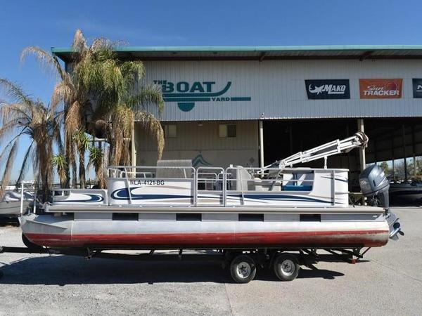 Sun Tracker 24 Party and Fishin Barge with Yamaha 115 Four Stroke