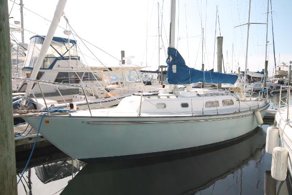 Pearson Yawl Port Bow