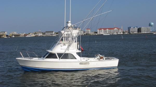 Bertram 31 Flybridge Cruiser 6.jpg