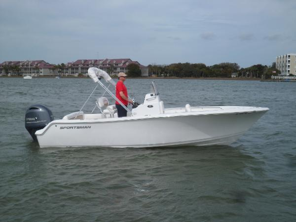 Sportsman Heritage 211 Center Console STARBOARD UNDERWAY