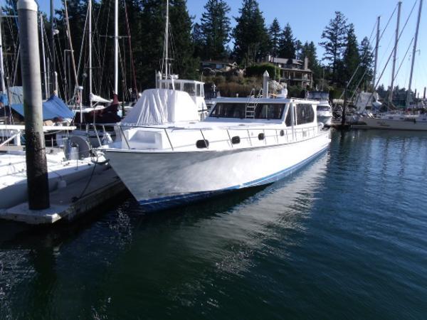 West Coast 642 Express Cruiser