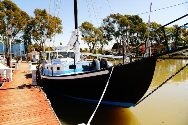 Sailboat High Endurance World Beater