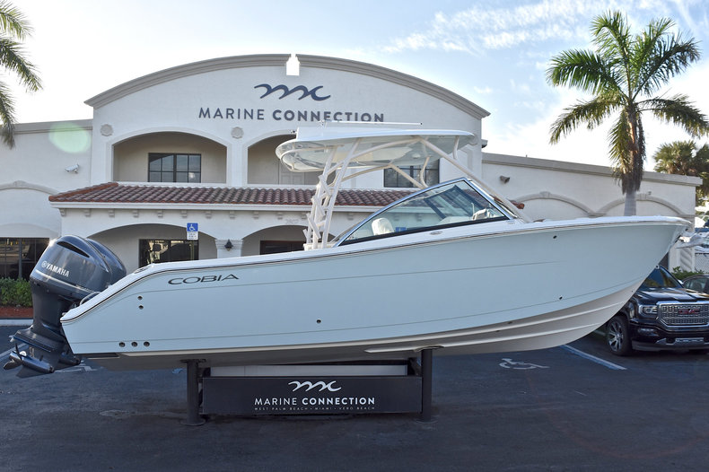 Cobia 280 DC Dual Console